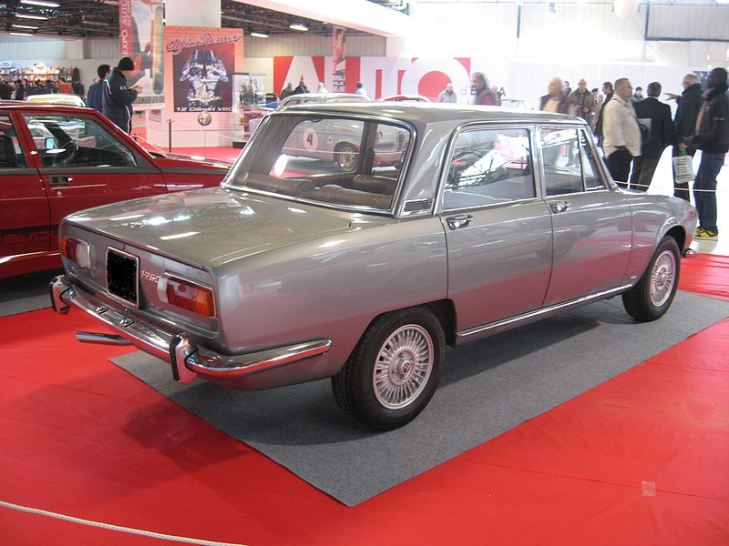 alfa-Alfa_Romeo_1750_berlina_grey-rear