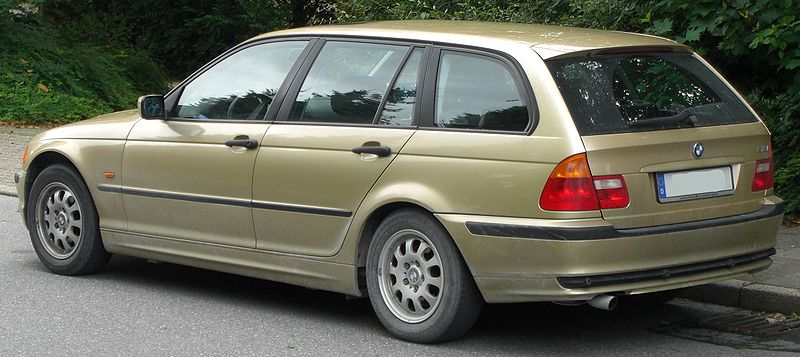 alfa-BMW_318i_touring_(E46)_rear