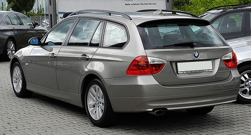alfa-BMW_320d_Touring_(E91)_–_Heckansicht,_17._Juli_2011,_Mettmann