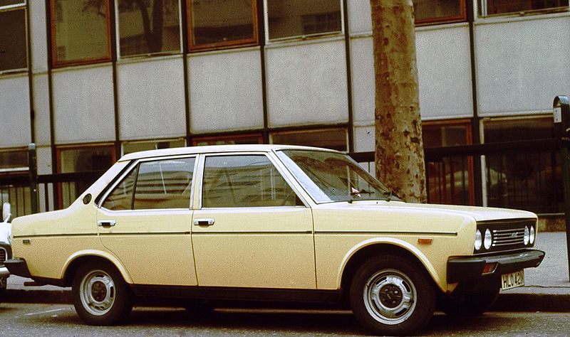 alfa-Fiat_131_early_one_in_England