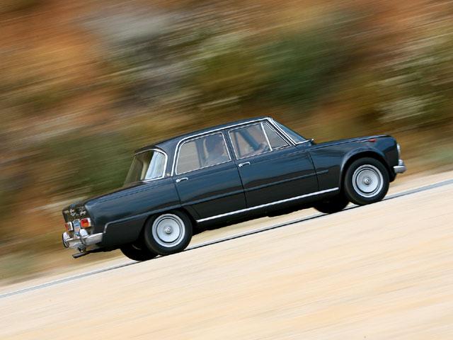 auto-1966_Alfa_Romeo_Giulia_Super+