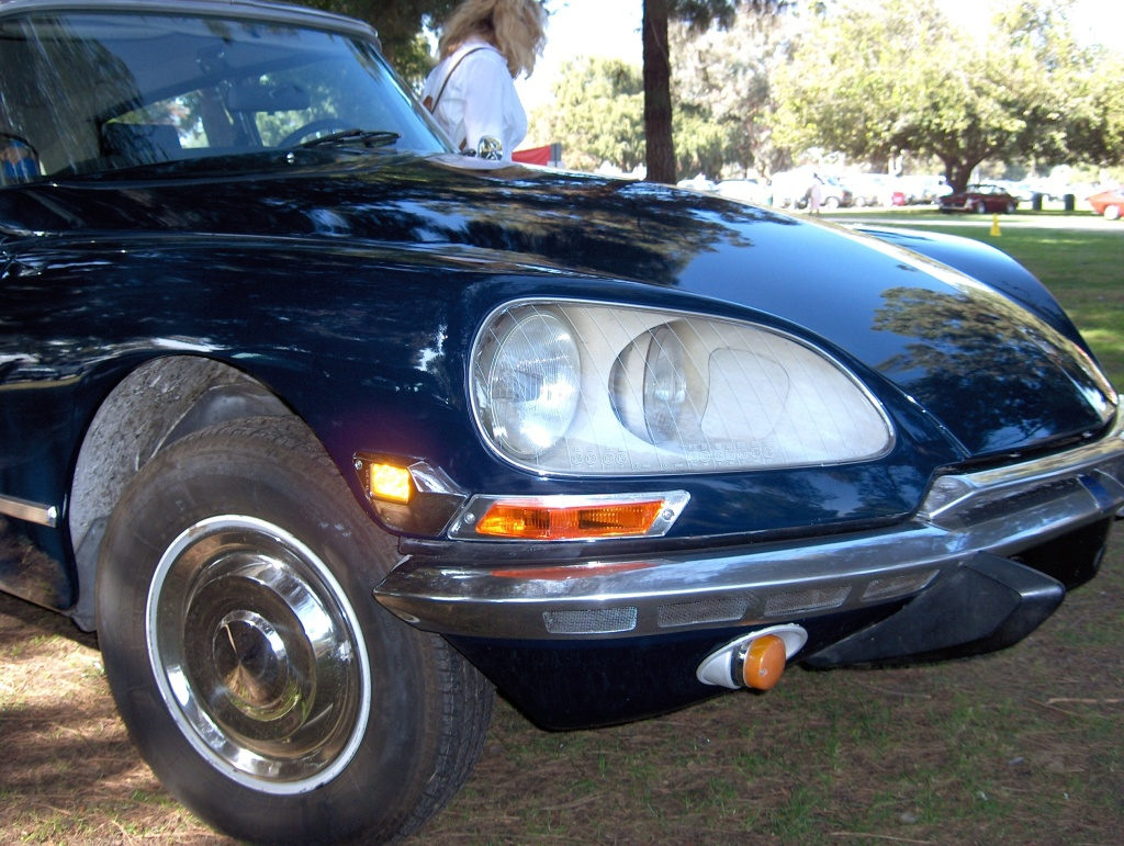 auto-1972_Citroen_DS21_headlights