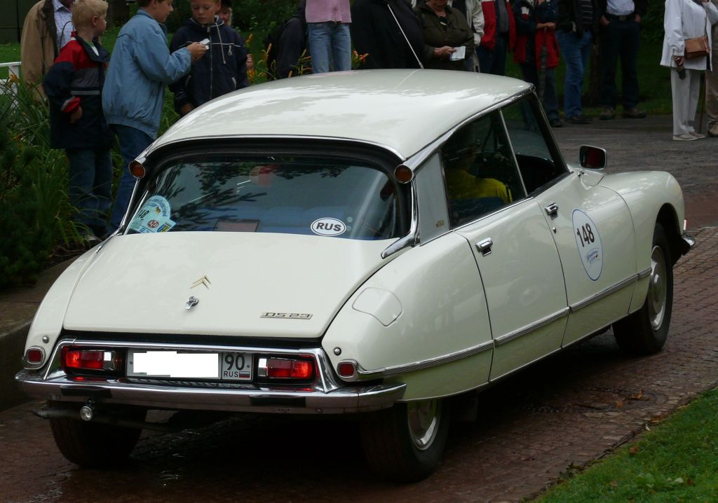 auto-Citroën_DS_23_Pallas_hr