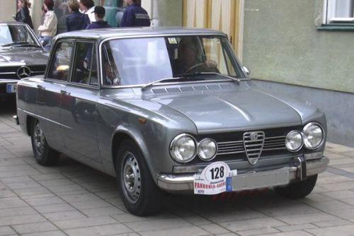 auto-alfa-romeo-giulia-super-1973