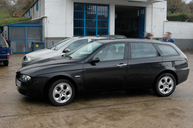 auto-alfa156-lato