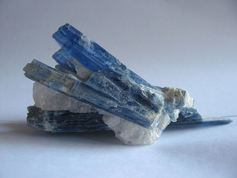 geomin-cianite