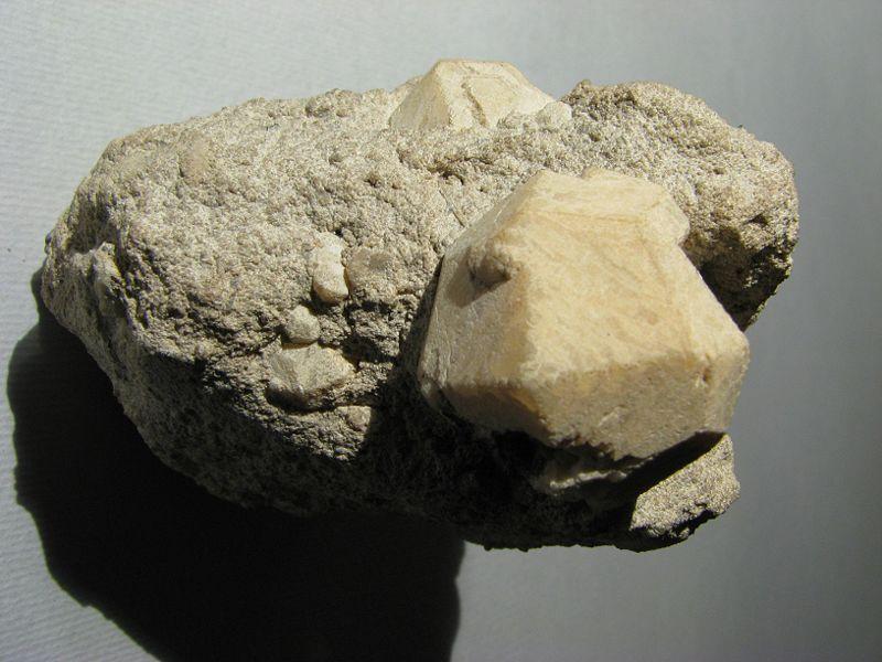 geomin-leucite
