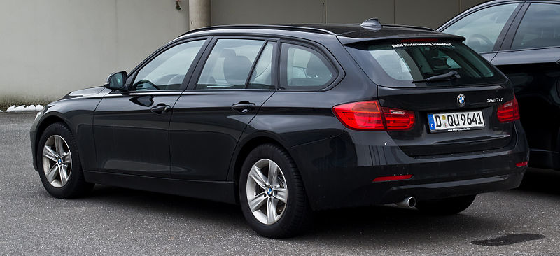 alfa-BMW_320d_Touring_(F31)_–_Heckansicht,_11._Februar_2013,_Düsseldorf