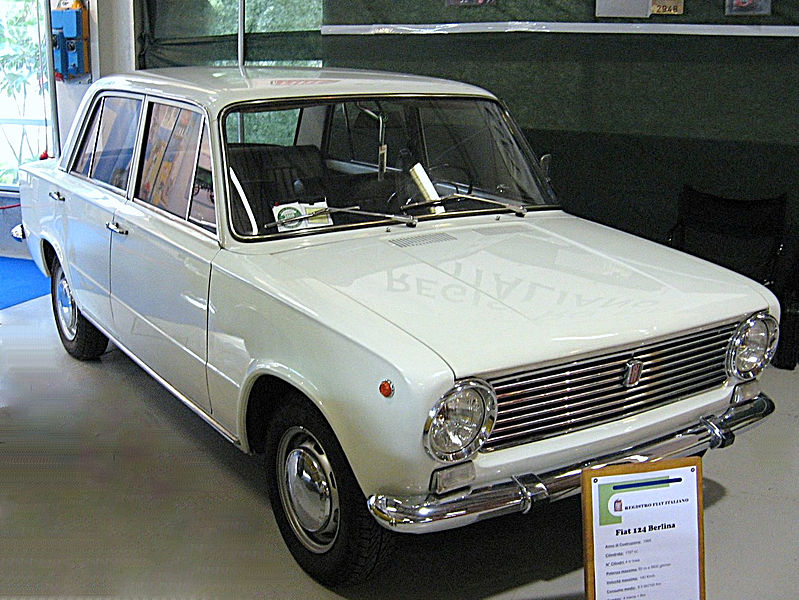 alfa-Fiat_124-Sedan_Front-view