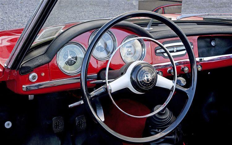 alfa-romeo-giulietta-spider-steering-wheel