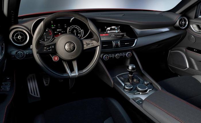 Alfa-Romeo-Giulia-abitacolo_02